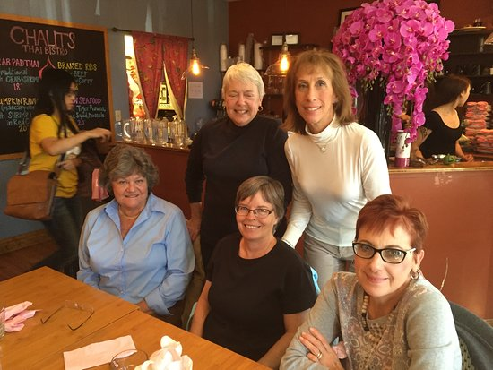 Mechanicsburg, Pensylwania: With friends at Chalit's Thai Bistro