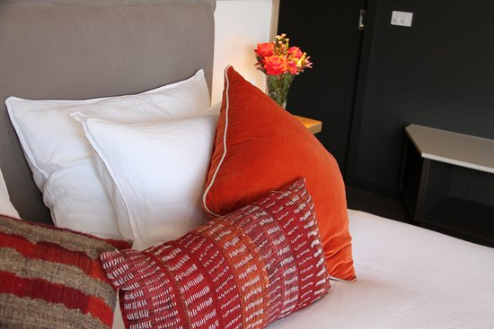 Merrijig, Australia: French linen on our king size beds will ensure you a blissful night's sleep.