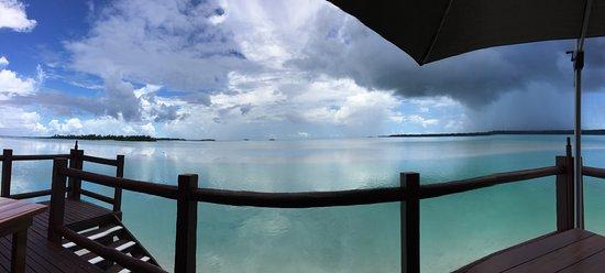 ไอตูตากิลากูนรีสอร์ท&สปา: View from Flying Boat beach bar