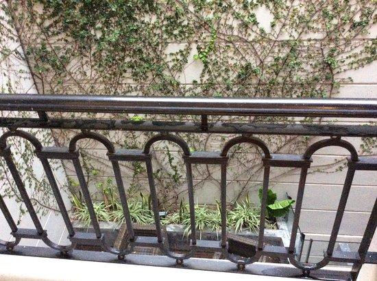 PuroBaires Hotel Boutique: Balcón que da al patio