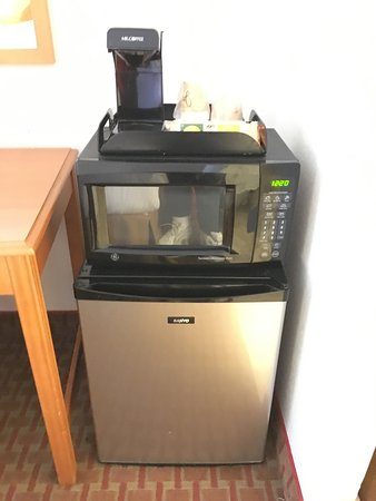 Mason Beach Inn: We loved the small refridgerator, microwave and Coffee Maker in the room