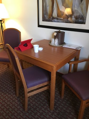 Mason Beach Inn: The cafe table in-room was great for morning coffee and checking emails