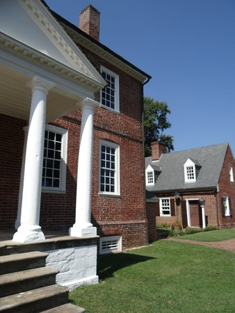Fredericksburg, VA: beautiful day for a visit to the Kenmore homestead.