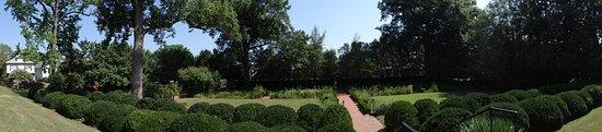 Fredericksburg, VA: garden pano
