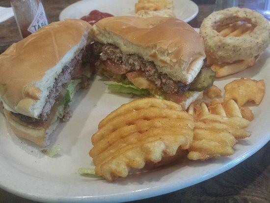 Shiner, เท็กซัส: Burger inside view