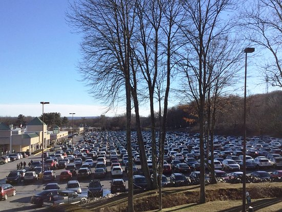 The Crossings Premium Outlets: Parking nightmare