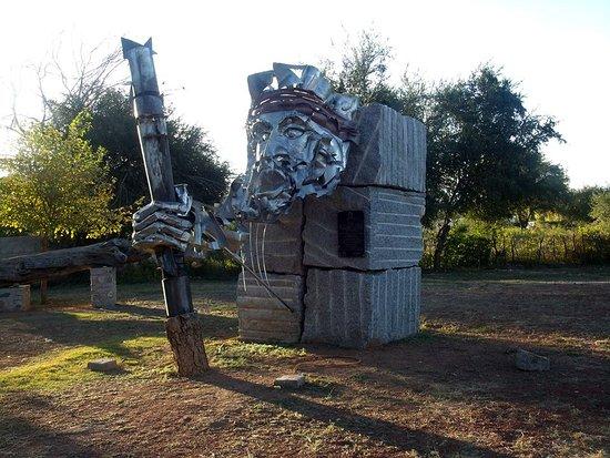Olta, Argentina: Escultura donada por Nación