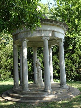 Fredericksburg, Virginie : garden statue