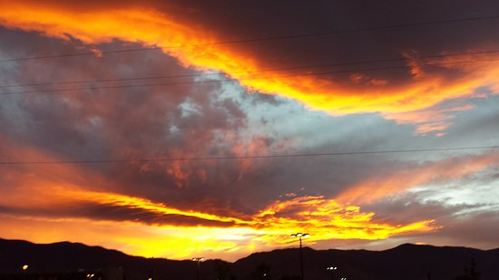 Carson Valley Inn Casino: Sunset during The Oak Ridge Boys concert