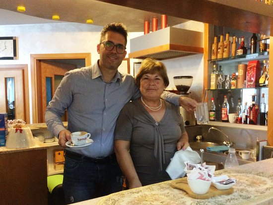 Rionero in Vulture, Italia: Mother and son (owners) who made coffee/tea for our breakfast as we requested it.