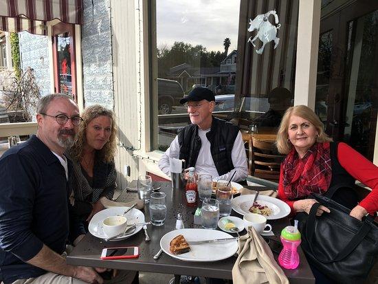 Los Olivos, CA: Family eating on porch
