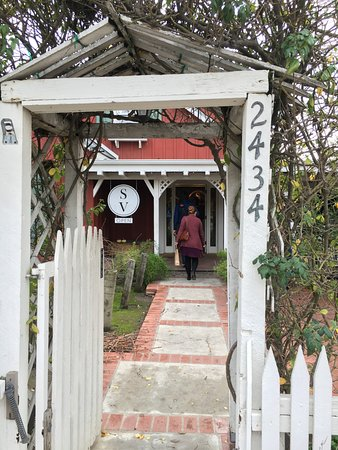 Stolpman Vineyards: Entry to Stolpman - Charming
