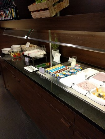 Breakfast Buffet 25 Euros And Worth It Bild Von Nh Collection