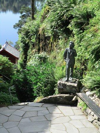 Troldhaugen Edvard Grieg Museum: Statue of Edvard Grieg