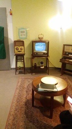 Eindhoven, Holland: appareils anciens (téléviseurs, poste de radio...)