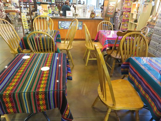 Port Orange, FL: Tiny dining area in the grocery store