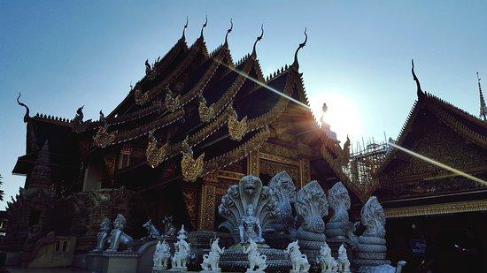 Lamphun, Tailandia: eyeemfiltered1477382110917_large.jpg