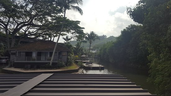 Paradise Bay Resort Hawaii: Coming back into the dock canal on the pontoon boat excursion.