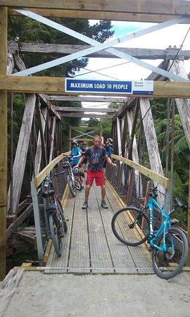Bay of Islands, Selandia Baru: New swingbridges built over old railway bridge and gorgeous gorge!