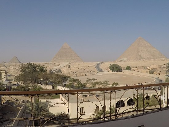 Pyramids View Inn: balcony view from rooftop tables for breakfast