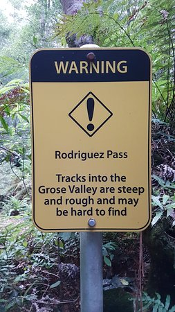 Blackheath, Australia: This is the warning sign at the start of the track through Rodriguez Pass at the junction on Gre