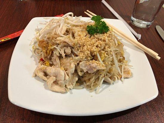 Lorton, VA: Pad Thai with Chicken