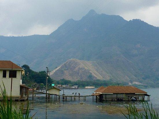 San Juan la Laguna, Guatemala: Beautiful Lago Atitlán.