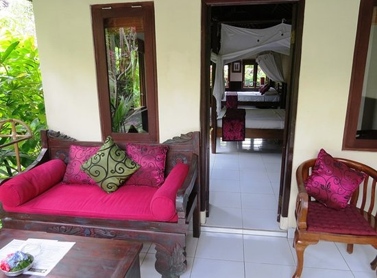 Sama's Cottages and Villas: Relax on your private veranda (Deluxe Air Cottage)
