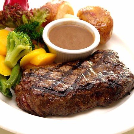 Edenvale, Afrique du Sud : Sirloin Steak with a side of Veg and baked potato
