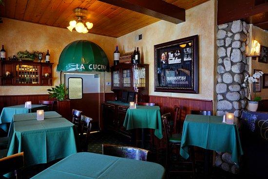 Castelli's: Bar