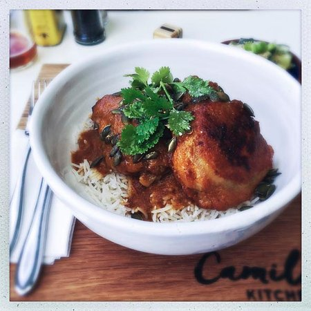 Prince Albert, Sudáfrica: Chicken thighs curried in a coconut milk and fresh apricot-based sauce. Unbeatable flavour