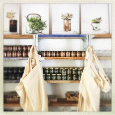 Prince Albert, Afrique du Sud : Shelves packed with home-made goodies from our kitchen at Camilla's Kitchen.