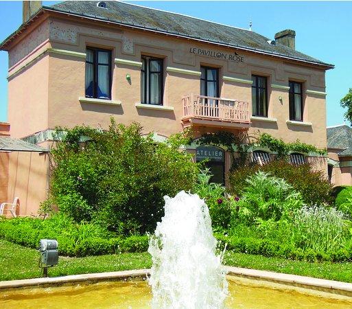 La Roche-Posay, France: Façade Pavillon Rose