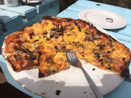 Kenton-on-Sea, South Africa: Yellow Pizza