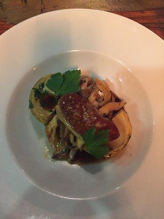 Villejuif, France : Acidulé d'artichauts et pleurotes, escalope de foie gras poêlée => un pur délice !!!