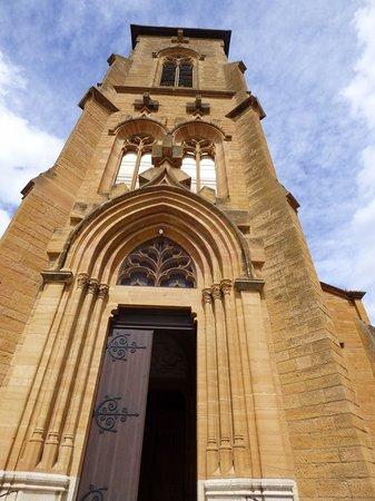 Eglise Saint Vincent des Pierres Dorees