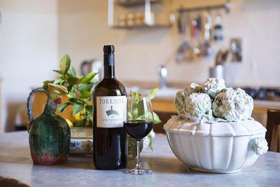 Mercatale Valdarno, Italia: Our awarded wines - TORRIONE, Petrolo