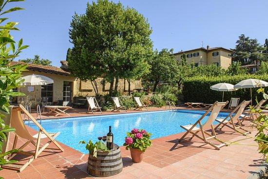 Mercatale Valdarno, Italia: Swimming Pool - Villa Petrolo