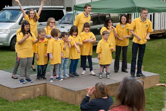 Chatham, UK: Fundraiser for Five Acre Wood Signing Choir