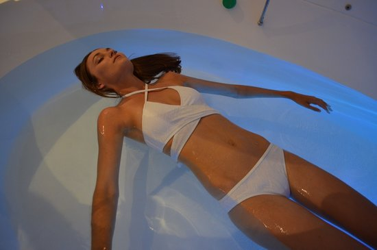 North Beach, Australia: Floating - 500kg of Epsom salts, 1000l water heated to skin temperature