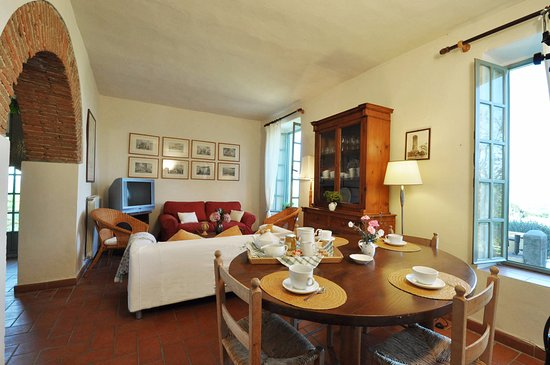 Mercatale Valdarno, Italie : Living room - house COSTA, Petrolo