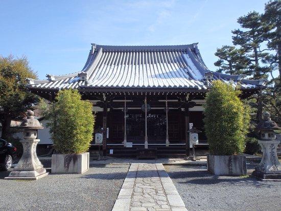 Rozanji Temple: 素晴らしい本堂