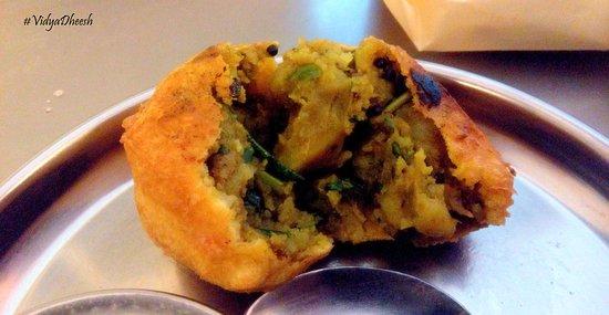 Prakash Shakahari Upahaar Kendra: Batata Wada