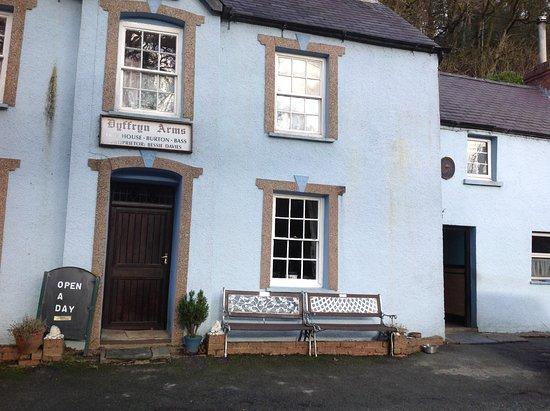 Pontfaen, UK: Bessie's/Llwyncelyn/Dyffryn Arms