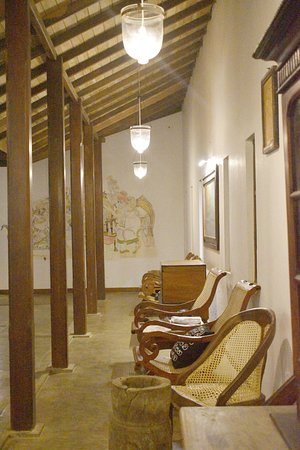 The Privilege: Lobby Verendah, furnished with Antiques Pictures 2017
