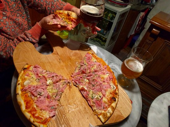 Lunz am See, Austria: Delicious thin-crust pizzas
