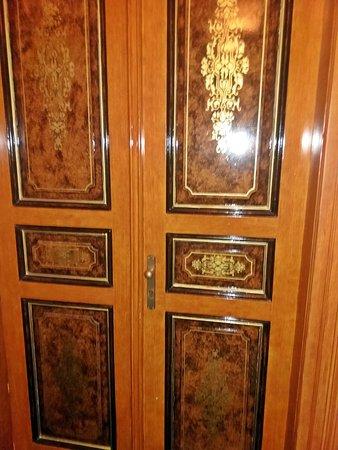 Deminka Palace: La bellissima porta della nostra camera