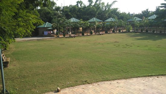 Bhedaghat, India: Big lawn