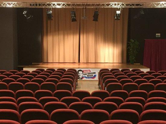Bellissimo teatro off, primo del suo genere, nella città di Fabriano. Non perdete la fantastica