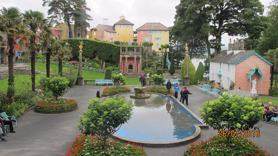 Portmeirion, UK: The flower gjardens